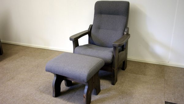 Garmo hvilestol og krakk gårdsgrå Olivia 682 mullvarp_1500x844
